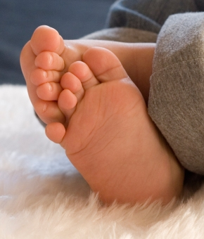 0010KarenO-Family-Photography-feet copy